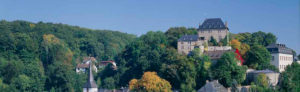 Blankenheim, Kreis Euskirchen, Eifel, Blick auf den Ort im Sommer